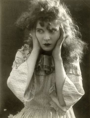 Mae_Marsh_1915