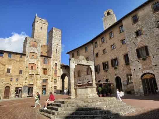 Piazza-della-Cisterna-2