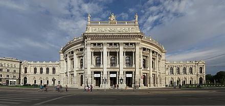 440px-Burgtheater_Weitwinkel